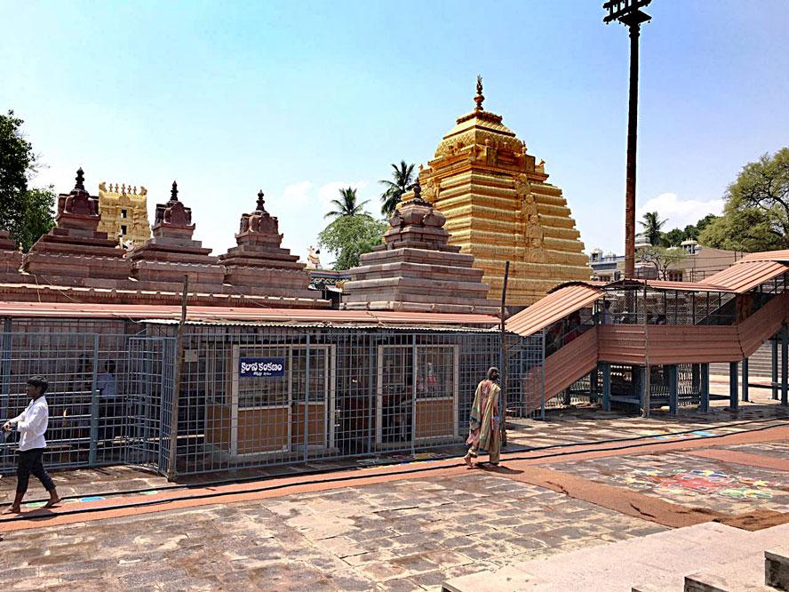 Inside Shri Mallikarjuna Jyotirlinga Temple
